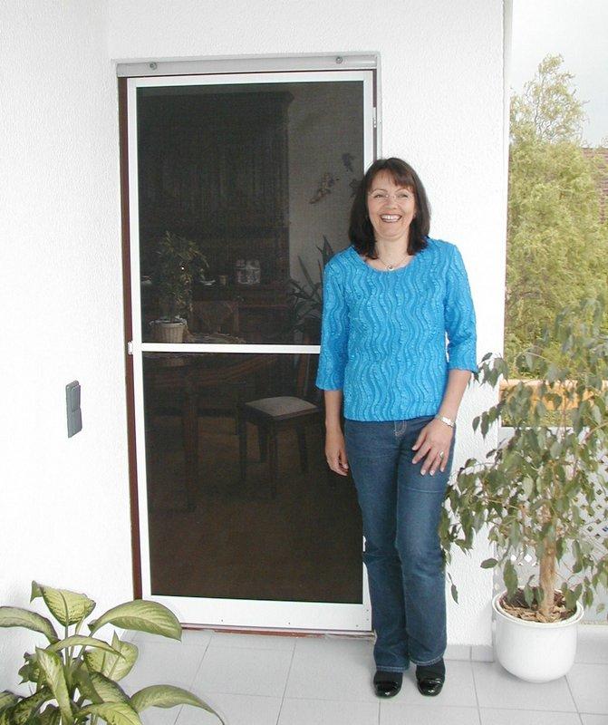 Schluß mit schmerzenden Insektenstichen - sicher vor Insekten geschützt durch Insektenschutz Fliegengitter Fenster und Türen