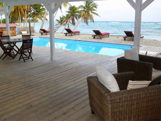 Coco Beach | Terrasse mit Pool | © Coco Beach