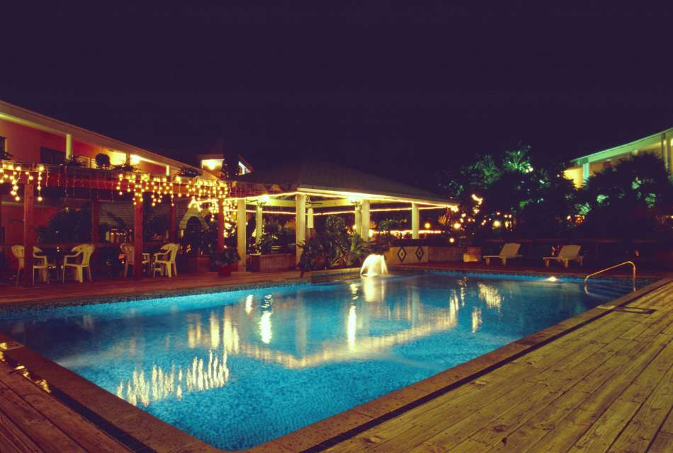 Biltmore Plaza | Pool bei Nacht | © Karibik Inside