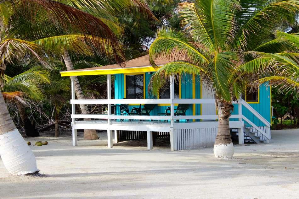 Blue Marlin Lodge | Cabana unter Palmen | © Blue Marlin Lodge