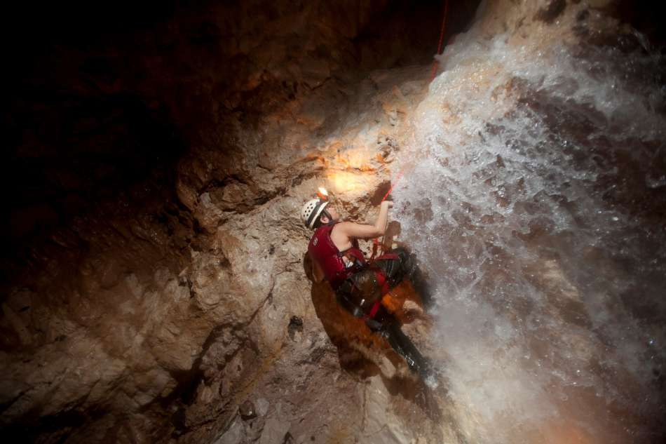 Waterfall Cave | Ziemlich nasse Angelegenheit | © Caves Branch Adventure Company & Jungle Lodge