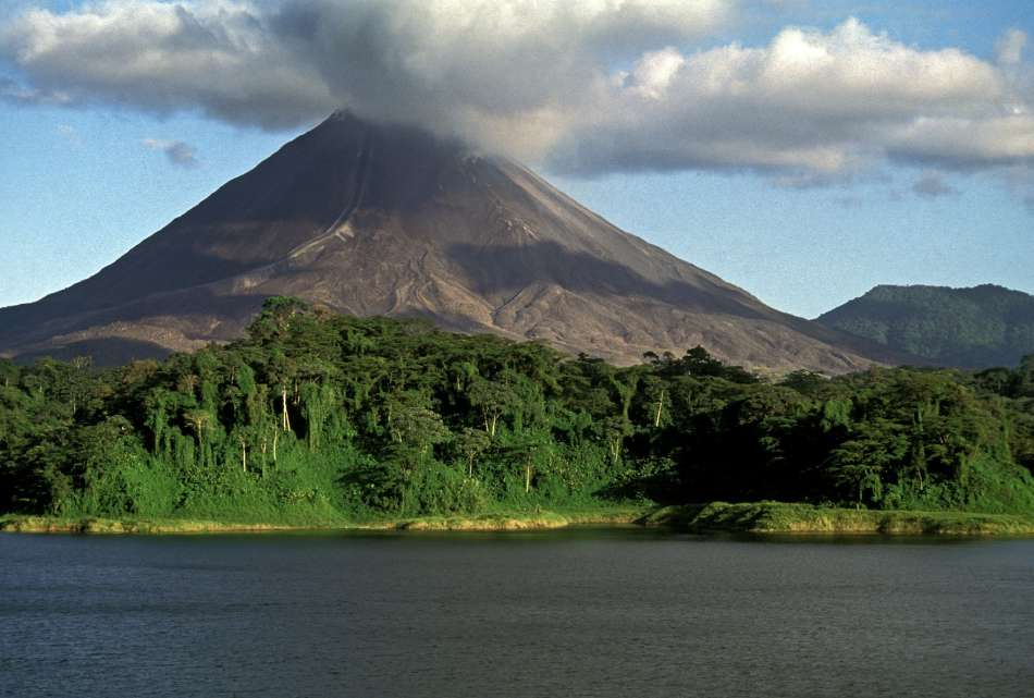 Costa Rica | Vulkan Arenal am Arenal Stausee | © Ara Tours