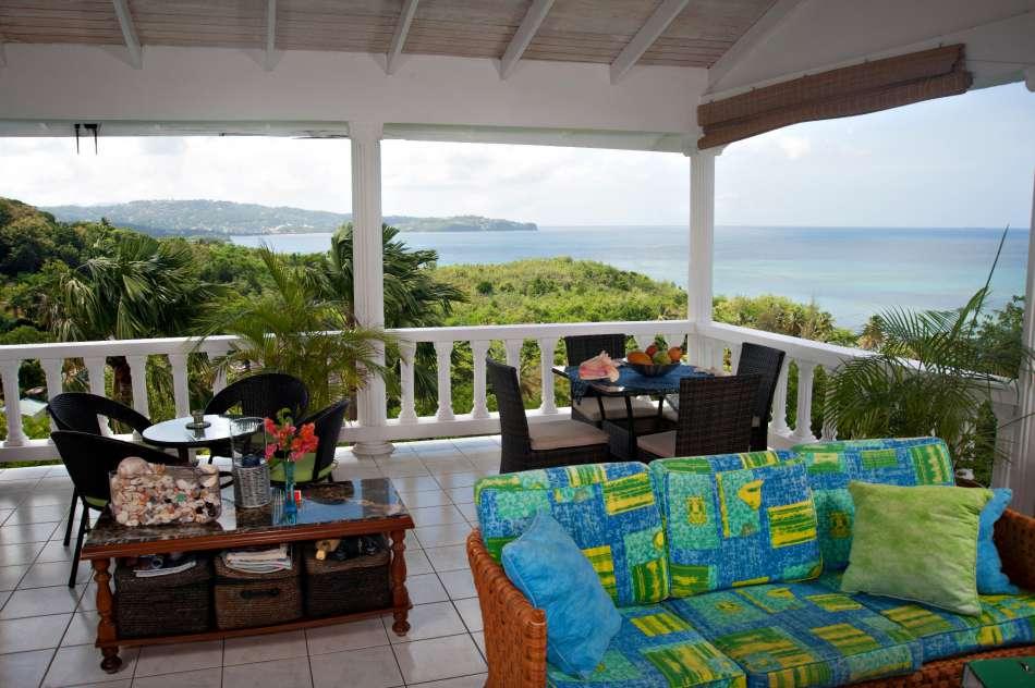 Apartment Espoir   Blick von der Terrasse auf die Choc Bay   © Bill Mortley - Hidden Gems