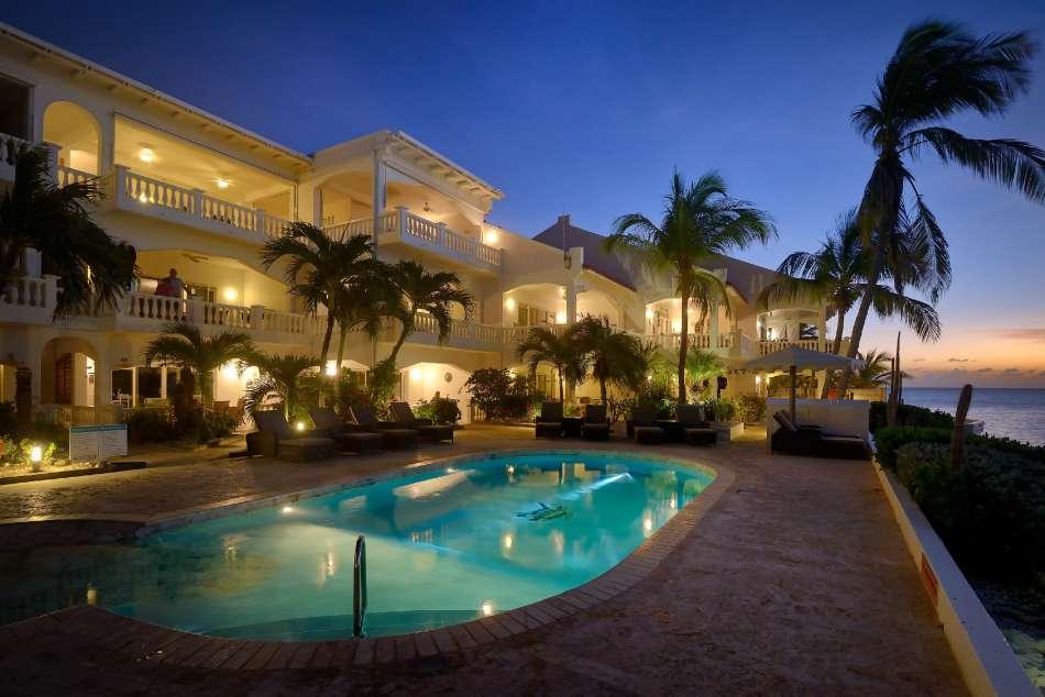 Belmar Oceanfront Apartments | Blick vom Pool | © Buddy Dive